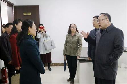 广西科技厅党组书记、厅长曹坤华(右一)到中国—东盟技术转移中心调研.jpg