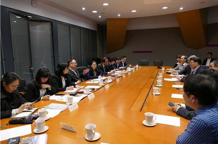 广西科技代表团与香港浸会大学副校长黄伟国等座谈交流.jpg