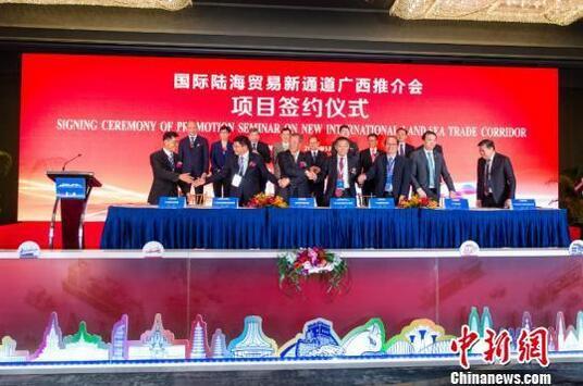 广西与新加坡重大项目签约仪式现场 钟欣 摄.jpg