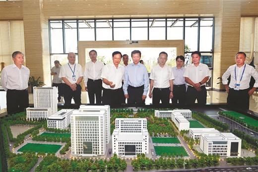 国家市场监督管理总局相关领导到中国-东盟检验检测认证高技术服务集聚区调研。由自治区市场监督管理局提供.jpg