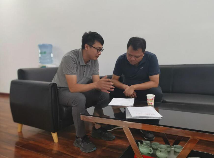 平台工作人员与桂林市华谊智测科技有限责任公司薛总洽谈中.jpg
